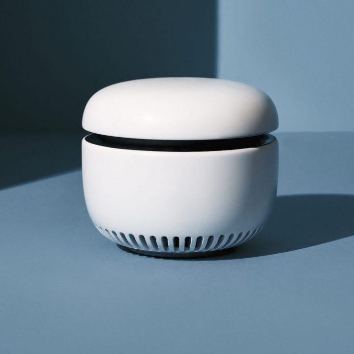Eine Produktfoto vom Caru Samrt Sensor mit blauem Hintergrund.