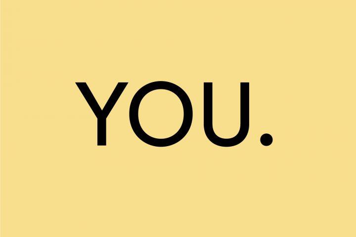 Gelber Button mit auf dem YOU. steht in schwarz.