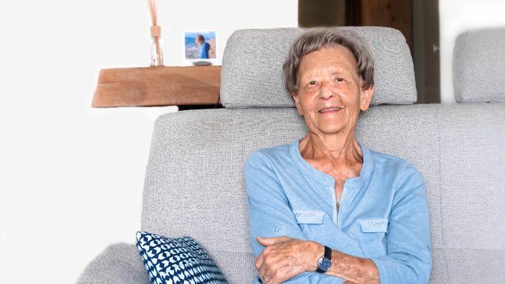 Dora 85 Jahre CARU Notruf Nutzerin